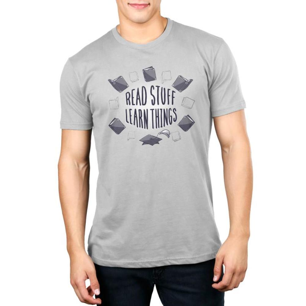Read Stuff Learn Things Men's T-shirt Model TeeTurtle gray t-shirt with shirt text